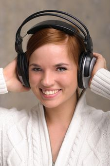 Free Young Woman Listening To Headphones Royalty Free Stock Image - 18932636