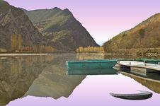 Free Lake Royalty Free Stock Images - 18941069