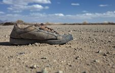 Free Dirty Shoe Left In The Desert Royalty Free Stock Image - 18942116