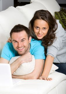Free Couple With Laptop Royalty Free Stock Photography - 18944167