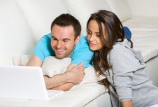 Free Couple With Laptop Royalty Free Stock Photos - 18944178