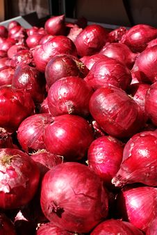 Free Red Onions Royalty Free Stock Photography - 18945137
