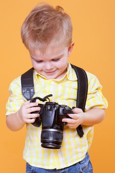 Free Little Photographer Watch Photo On Camera Royalty Free Stock Image - 18952026