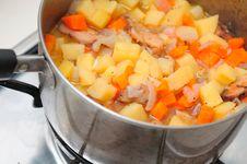 Free Cooking Potato Stew Royalty Free Stock Photo - 18959975