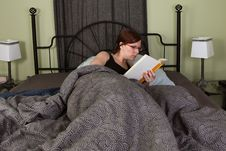 Free Reading In Bed Royalty Free Stock Photography - 18967137