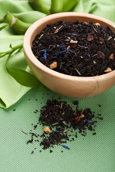 Free Dried Black Tea In Bowl Royalty Free Stock Photos - 18970488