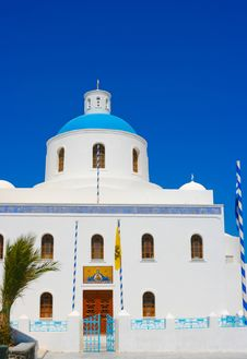Free White Chapel In Santorini Royalty Free Stock Photography - 18984107