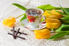 Free Morning Cup Of Tea With Yellow Tulips Stock Photos - 18989403