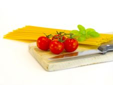 Free Spaghetti, Tomatoes And Basil Royalty Free Stock Photo - 18989645