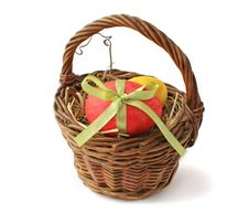 Free Red Easter Egg In A Basket Stock Photography - 18990842