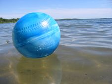 Free Ball In Water Stock Images - 196154