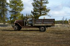 Free Old Farm Truck Royalty Free Stock Image - 19007906
