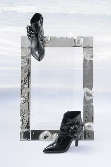 Free Glass Shoes Gold Royalty Free Stock Photo - 19009125
