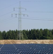 Free Power Pole, Solar Panels Royalty Free Stock Images - 19011469