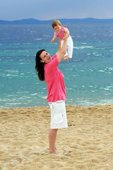 Free Mother With Her Baby At Beach Stock Photos - 19011623