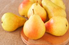 Free Bunch Of Ripe Yellow Pears Royalty Free Stock Photo - 19011835