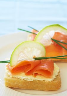 Free Smoked Salmon And Cream Cheese On White Bread Stock Image - 19012381