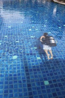 Free Diver In The Pool Royalty Free Stock Image - 19017966