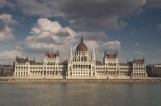 Free The Hungarian Parliament Stock Images - 19019714