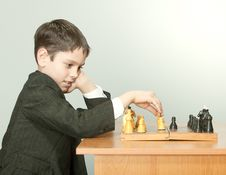 Free Boy Playing Chess Royalty Free Stock Photos - 19030508