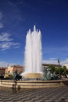 Free Fountain Under The Blue Sky Stock Images - 19030714