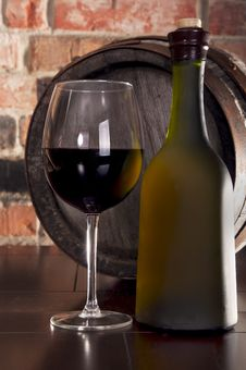 Glass,barrel And A Bottle Of Wine Royalty Free Stock Photography