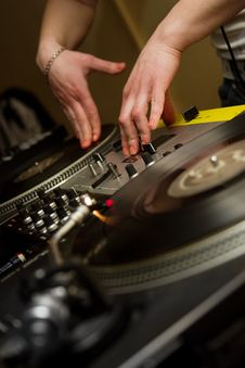 Free DJ Playing Music From Vinyl Records Royalty Free Stock Photos - 19052498