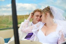 Bride And Groom Hugging Royalty Free Stock Image