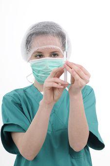 Free Surgeon Preparing Injection Royalty Free Stock Image - 19056596