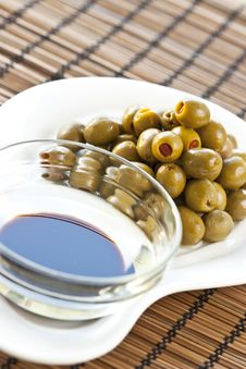 Free Olives And Oliv Oil Royalty Free Stock Photography - 19064687