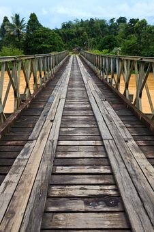 Free Old Bridge Over A Brown River Royalty Free Stock Photo - 19067725