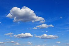 Free Fluffy Clouds Royalty Free Stock Photos - 190676398