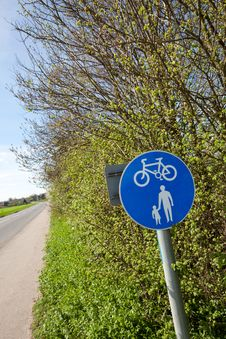 Free Countryside Cycle And Pedestrian Lane Stock Image - 19070291