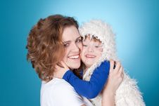 Free Smiling Child And Mom Embracing Stock Photo - 19070790