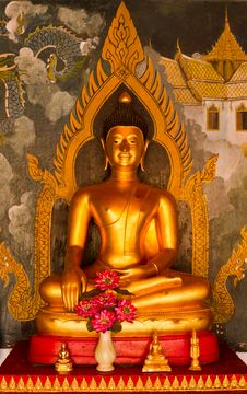 Free Golden Buddha Statue Royalty Free Stock Image - 19071236