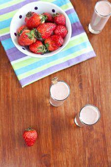 Free Strawberry  Banana Smoothie Royalty Free Stock Image - 19084876