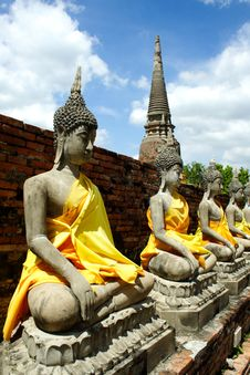 Free The Buddha Aligned At Ayutthaya Old City Royalty Free Stock Photography - 19089417