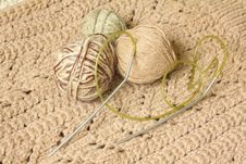 Free Knitting Needles And Yarn For Knitting Stock Images - 19089574