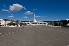 Free Wide Angle View Of Fátima Shrine Royalty Free Stock Photography - 19095367