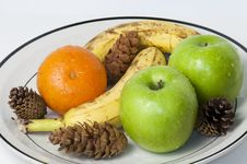 Free Fruit Plate Royalty Free Stock Images - 19096779