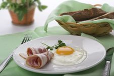 Free Fried Egg With Bacon Royalty Free Stock Image - 19097906