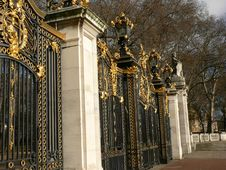 Free Buckingham Palace Gates. Royalty Free Stock Images - 1913199