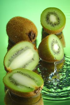 Free Wet Kiwi 1 Stock Photos - 1913873
