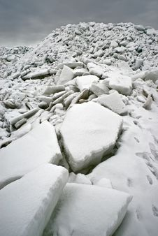 Free Ice At The Sea Coast Stock Photo - 19113730