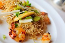 Free Prawn And Vegetable Noodles Royalty Free Stock Image - 19113866