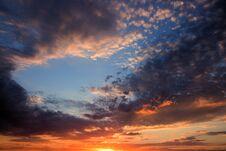 Free Sun Sets Over The Horizon Royalty Free Stock Photos - 191108028