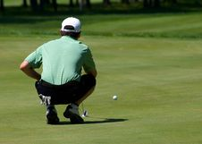 Free Golfer Lines Up His Putt Stock Images - 19132054