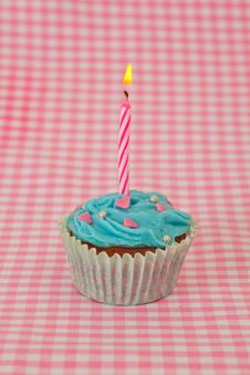 Free Delicious Birthday Cupcake With Candles Stock Photo - 19134160