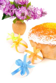 Free Easter Cake And Eggs Decorated With Bows Royalty Free Stock Image - 19141246