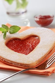 Free Heart Shaped Jam Biscuit Royalty Free Stock Photo - 19145815